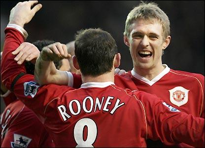 Darren Fletcher celebrates with Wayne Rooney