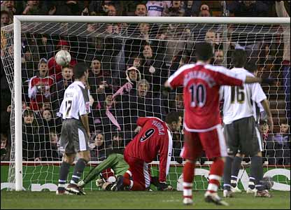 Mark Viduka (centre) heads home Boro's equaliser on 69 minutes