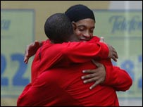 Samuel Eto'o and Ronaldinho share a hug