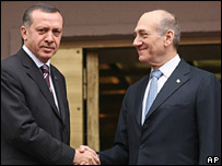 Turkish PM Recep Tayyip Erdogan, left, and his Israeli counterpart Ehud Olmert in Ankara