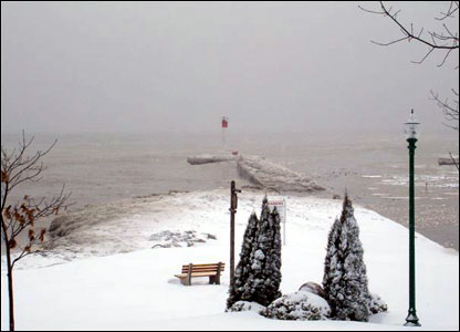 Frozen Lake Ontario at Oakville: photo from Huw Jones