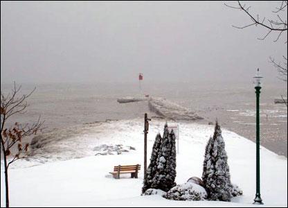 Frozen Lake Ontario at Oakville: photo from Huw Jones