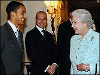 The Queen meets Theo Walcott (l) as Freddie Ljungberg looks on