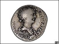 Moneda con el rostro de Cleopatra