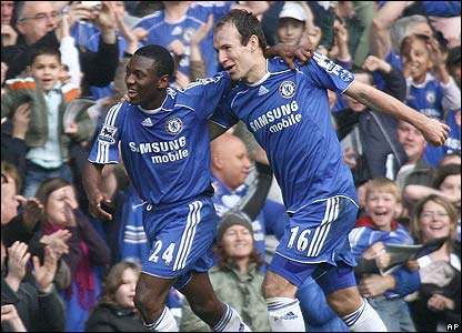 Shaun Wright-Phillips is congratulated by Chelsea team-mate Arjen Robben