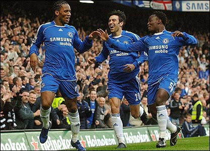 Chelsea's Didier Drogba is congratulated by Paulo Ferreira and Michael Essien