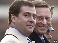 Дмитрий Медведев (слева) и Сергей Иванов