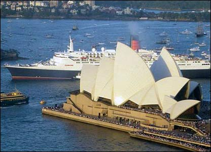 Queen Elizabeth 2 and Sydney Opera House