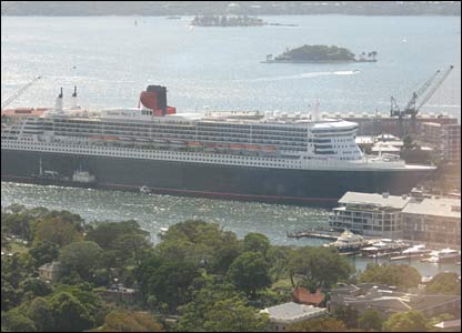 Queen Mary 2 docked in Sydney
