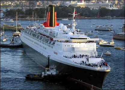 QE2 in Sydney Harbour