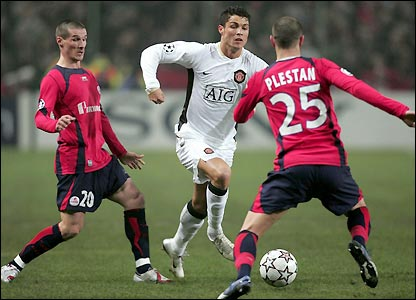 Ronaldo attempts to pick his way through Lille's defence