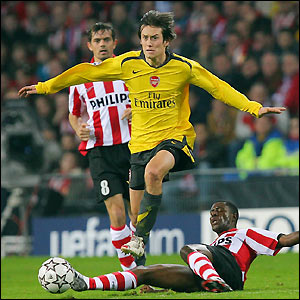 Rosicky rides the challenge of Edison Mendez