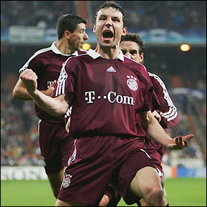 Mark van Bommel celebrates his late goal