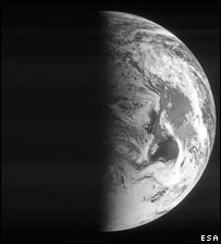 Earth pictured by Rosetta (Esa)