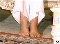 The Duchess' bare feet