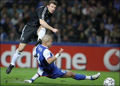 Andriy Shevchenko scores Chelsea's equaliser