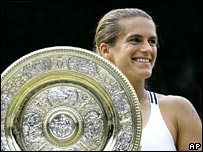Amelie Mauresmo celebrates her 2006 success