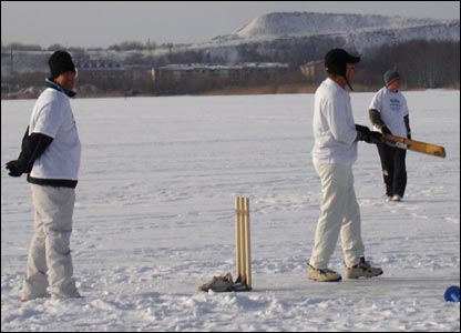 Former England spin bowler Ian Salisbury keeps wicket on Lake Harku