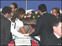 Eduardo D'Aubuisson es velado en El Salvador