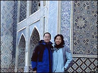 Peter Lu con su prima  Christina Tam en Bujara, Uzbekistn