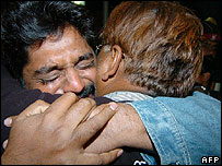 Grieving Pakistani relatives of train victims