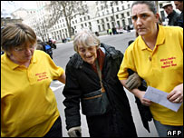 Janet Lowrie, Peggie Preston and Rose Gentle on the way to Downing Street