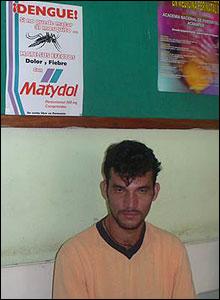 Joven en Paraguay afectado por síntomas de dengue