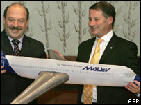 KrasAir head Boris Abramovic and General Manager of Malev, Janos Gonci