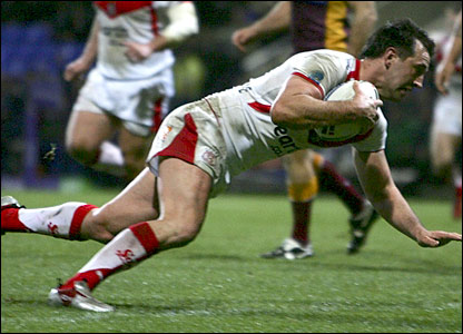 Paul Sculthorpe crosses for St Helens