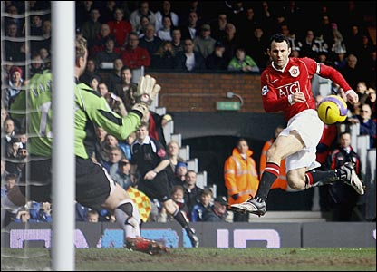 Ryan Giggs scores for United