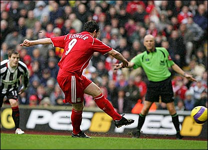 Robbie Fowler scores a penalty for Liverpool