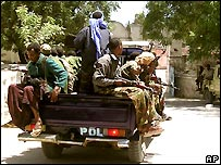 Government soldiers patrol Mogadishu, 24/2/2007