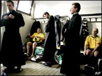 Sacerdotes en camerino