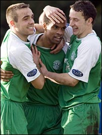 Thomas Sowunmi (centre) celebrates what proved to be Hibs' winning goal