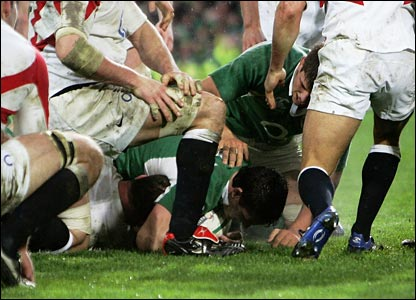 David Wallace goes over for Ireland