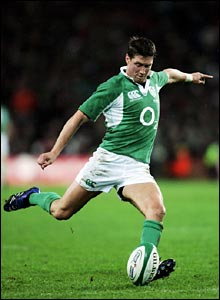 Ronan O'Gara converts David Wallace's try