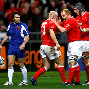 Tom Shanklin and Wales team-mates celebrate their second try