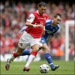 Jeremie Aliadiere leaves John Terry in his wake