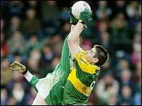 Kerry's Darragh O Se (right) beats Tom Brewster to the ball