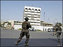 Iraqi troops arrive at bombed ministry building