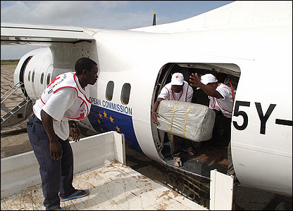 Flight delivering aid in Mozambique [Pic: Francois Goemans for the European Commission Humanitarian Aid Dept (ECHO)]