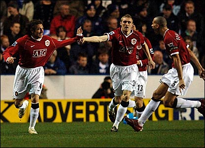 Manchester United's Gabriel Heinze wheels away in celebration after opening the scoring at the Madejski Stadium