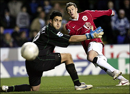 Reading keeper Adam Federici (left) is beaten by Ole Gunnar Solskjaer's curling shot