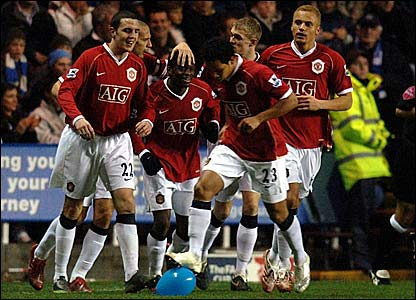 Louis Saha (centre) is congratulated after scoring Manchester United's second goal at Reading