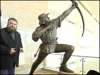 Brian Blessed with the Robin Hood statue