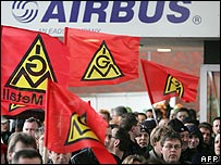 Workers at the Airbus factory in Nordenham protest against the planned job cuts