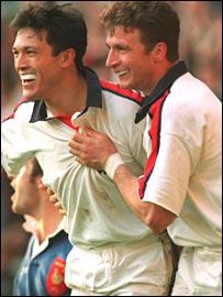 Tony Underwood (left) celebrates with Mike Catt.
