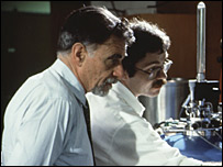 K. Alex Mueller (left) and J. Georg Bednorz (right) in their laboratory in 1987 (IBM)