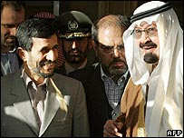 Iranian President Mahmoud Ahmadinejad (left) and Saudi King Abdullah in Riyadh