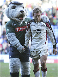 Jonny Wilkinson (right) limps off at the end of the match